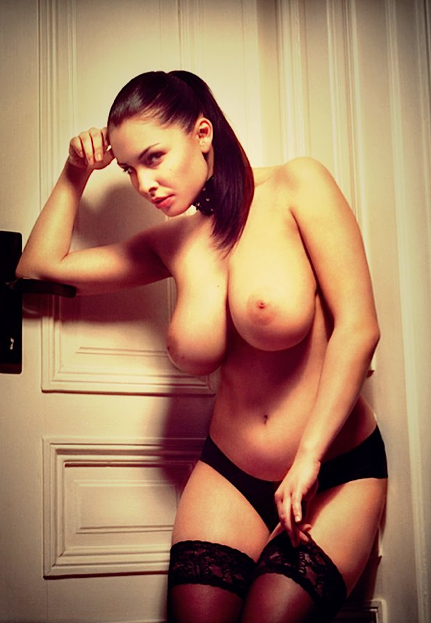 Une paire de gros seins comme fait pour la branlette espagnole
