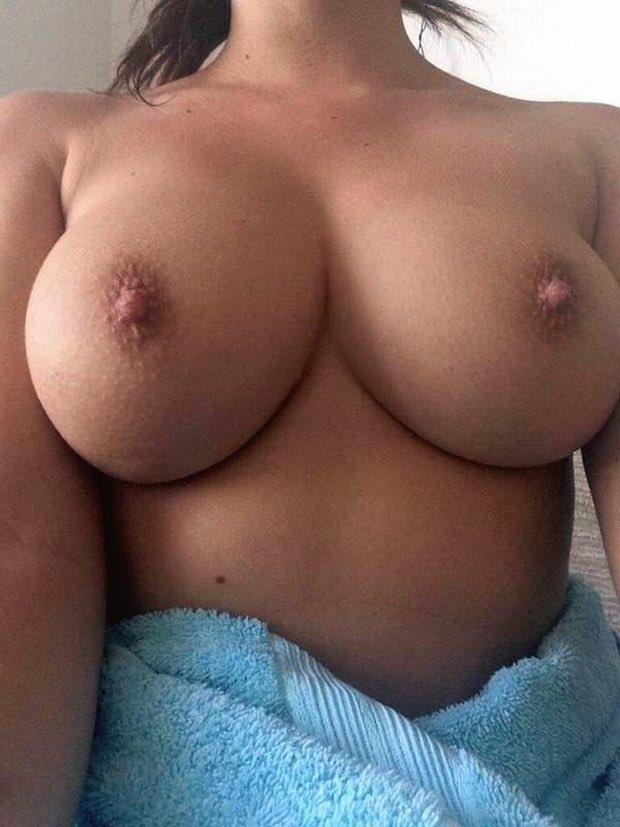 C'est le dimanche que j'exhibe mes gros seins