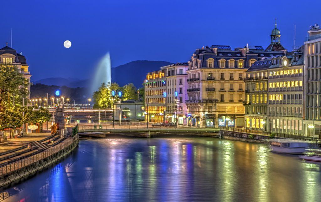 Le liveshow de Geneve à Genève elle y exhibe ses gros seins